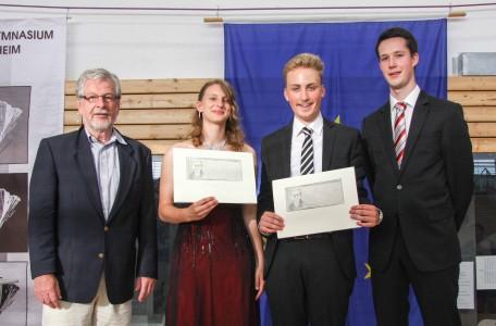 Goethe-Preis 2013: Marina Rinke und Laurien Wüst (Mitte) zusammen mit Jörg Fischer (Förderverein) und dem Laudator Eric Laubach